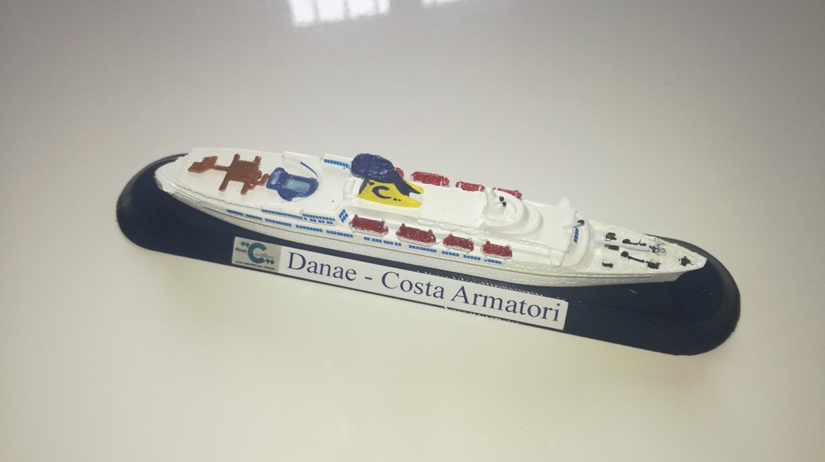 COSTA CROCIERE modello Danae o Daphne model ship scala 1 1250 Funnel color Costa