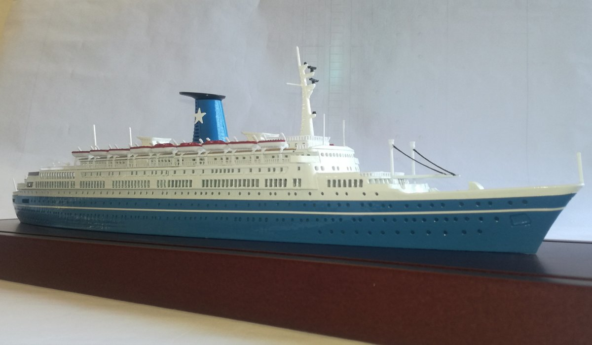ANGELINA LAURO Ex. Oranje Flotta Lauro , model ship scale 1:500 lenght 412 mm over all 50 mm.