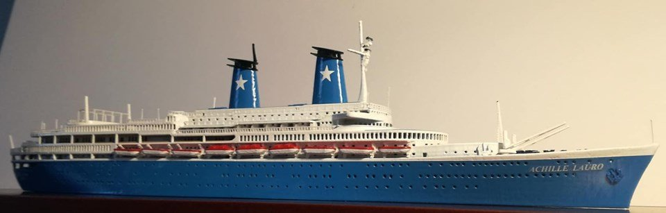 ACHILLE LAURO ex. Willem Ruys Modello navale Model Ship scale 1:500 -Length 396 mm