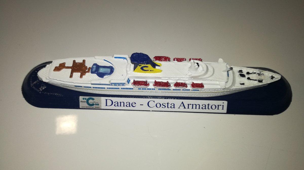 COSTA CROCIERE modello Danae o Daphne model ship scala 1 1250 Funnel color Costa