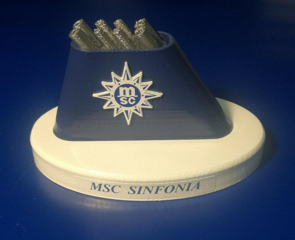 MSC ARMONIA e MSC SINFONIA modello ciminiera scala 1 300 MSC CROCIERE
