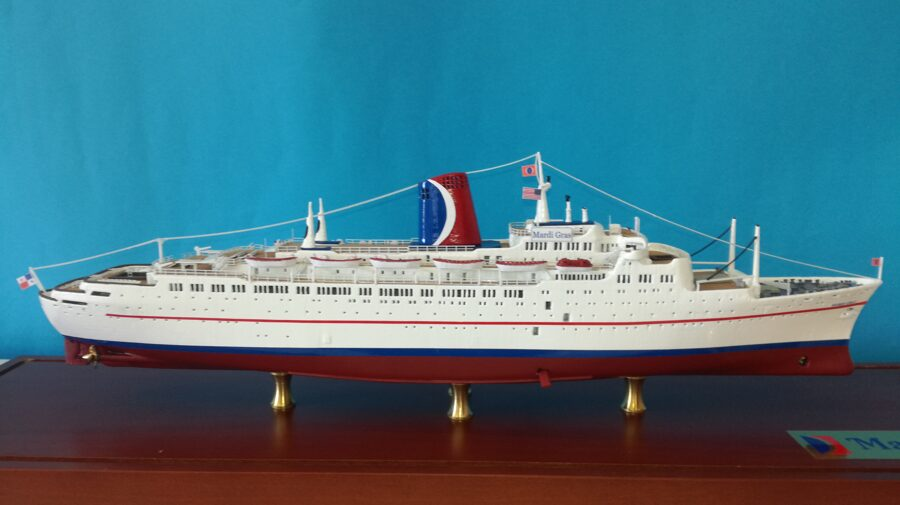 CARNIVAL MARDI GRAS Scale 1:500  ex. Empress of Canada ( original version ) Length 396 mm completo di carena
